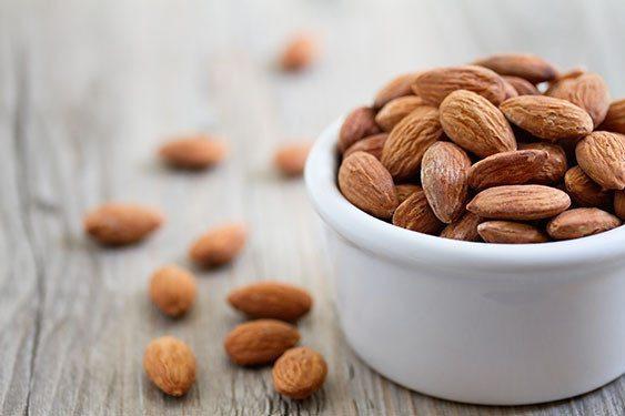 Migdały są wartościowym źródłem nie tylko zdrowych tłuszczów nienasyconych i białka, ale także są bogate w błonnik.